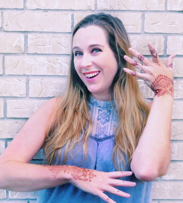 amyleecreel-henna-hands